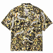CALEE ALLOVER LEAF PATTERN S/S SHIRT <BLACK>